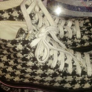 *Super Sexy Houndstooth Converse*